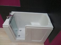 Priya Walk-in Bath With Glass Door
